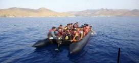 البحرية الإسبانية تُنقذ 28 مهاجرا من الموتبعد غرقهم في عرض البحر وجمعيهم من قرية أركمان
