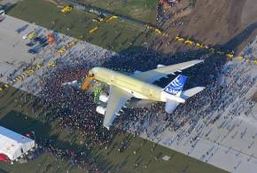 أكبر طائرة في العالم تشرع في برمجة رحلات من وإلى الدار البيضاء
