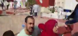 رشق القوات العمومية بالحجارة من طرف بعض المحتجين بالحسيمة من فوق سطح منزل الزفزافي
