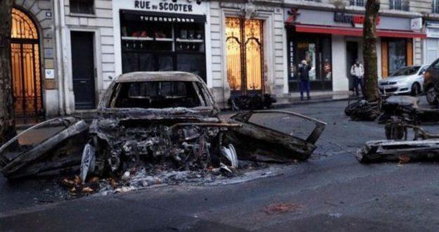 احتجاجات السترات الصفراء: الشرطة تستخدم مدافع المياه وتنشر المدرعات في باريس وتعتقل المئات